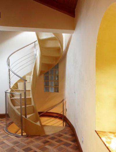 旋转楼梯 / 螺旋 / 金属结构 / 混凝土结构