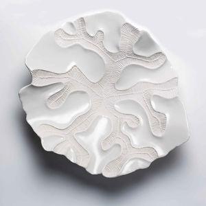 瓷质餐桌中央摆饰